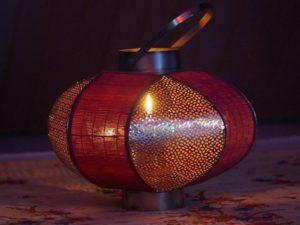 Thai Massage Sukhsant mit Lampe und Kerze